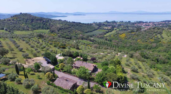 COUNTRY HOUSES ON THE LAKE IN PASSIGNANO SUL TRASIMENO