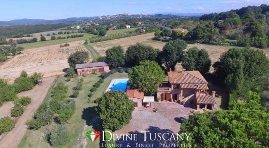 Casale con piscina a Lucignano