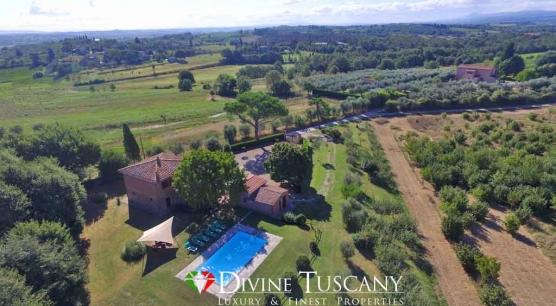 Casale con piscina ad Arezzo