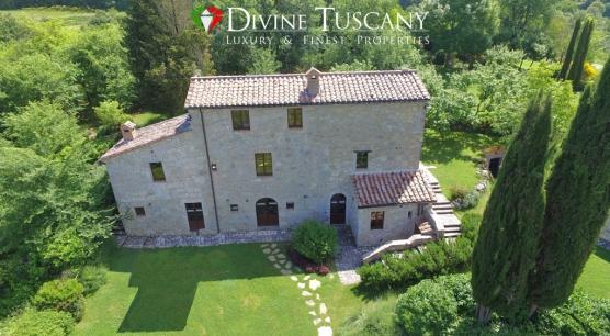 Casale indipendente in borgo custodito a Pienza