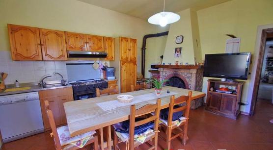 Casa indipendente con giardino a Castelmuzio