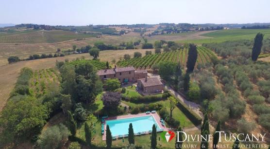Casale diviso in appartamenti a Montepulciano
