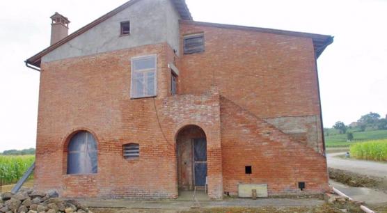 Casale Semi- ristrutturato a Montepulciano.